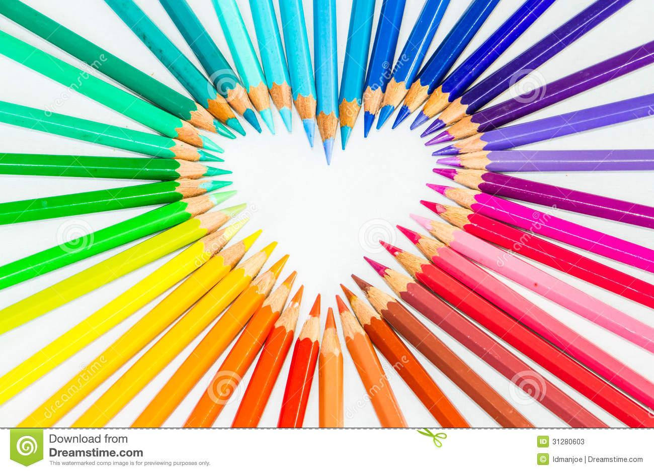 lápices-del-color-en-muestra-del-corazón-31280603